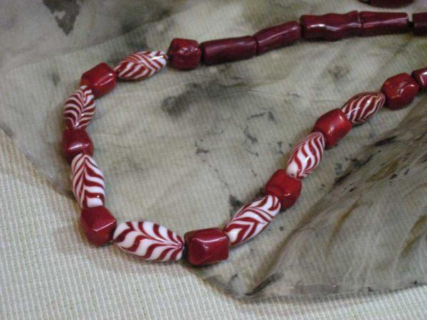 Collar PLUMAS rojo, Perlas de Vidrio de Murano y Plata